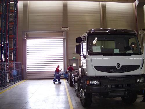 Швидкі енергоефективні ворота SST Efaflex для автомобільної промисловості