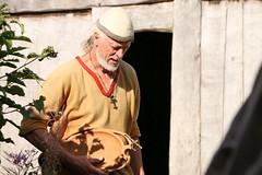 319 Haithabu WHH 21-08-2016 (Kai-Erik) Tags: geo:lat=5449119768 geo:lon=956704049 geotagged haithabu hedeby heddeby heiabr heithabyr heidiba siedlung frhmittelalterlichestadt stadt town wikingerzeit wikinger vikinger vikings viking vikingr huser house vikingehuse vikingetidshusene museum archologie archaeology arkologi arkeologi whh wmh haddebyernoor handelsmetropole museumsfreiflche wall stadtwall danewerk danevirke danwirchi oldenburg schleswigholstein slesvigholsten slesvigland deutschland tyskland germany bohlenwand reparatur zweitesskaldentreffen geschichtenerzhler musiker gruppesitram thomaspetersen jorgederwanderer urdvaldemarsdatter mittelalterlichemusikinstrumente skalden thorshammeralsamulettauszinngegossen 21082016 21august2016 21thaugust2016 08212016 httpwwwhaithabutagebuchde httpwwwschlossgottorfdehaithabu