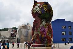 """Puppy"", 1992, Jeff Koons, Muse Guggenheim, Bilbao, Biscaye, Pays Basque, Espagne. (byb64) Tags: puppy cachorro 1992 jeffkoons koons bilbao bilbo biscaye viscaya bizkaia biscay biscaglia paysbasque euskadi euskalherria paisvasco espagne espana spain spagna spanien europe europa eu ue nervion museguggenheim museoguggenheim guggenheim gehry frankgehry muse museo museum bi titane titanium sculpture escultura chien dog perro cane haushund"
