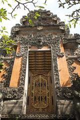 Temple gate, Ubud (Maarten Roggeman) Tags: indonesia bali kori agung gate temple ubud campuhan ridge walk