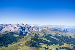Plattkofel summit view (Jérôme...) Tags: campitellodifassa trentinoaltoadige italien langkofelgruppe plattkofel gipfel seiseralm rosengarten naturparkschiernrosengarten iso200 24mm f8 canonef24mmf28isusm südtirol dolomiten hiking summit