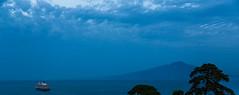 Italia: Vesuvio / Italy: Mount Vesuvius / Italien: Vesuv (CBrug) Tags: italia italy italien kampanien campania sorrento sorrent msqueenvictoria mount vesuvius vesuv berg vulkan vulcano outdoor himmel wolke bewlkt cloud schiff boat boot ship mittelmeer mar mediterrni mediterranean sea abend evening gulf naples gulfofnaples golfodinapoli golfvonneapel