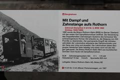 Hinweisschild zur Brienzer Rothorn Bahn BRB im Verkehrshaus Luzern VHS im Kanton Luzern der Schweiz (chrchr_75) Tags: albumzzz201611november christoph hurni chriguhurni chrchr75 chriguhurnibluemailch november 2016 hurni161105 bahn eisenbahn schweizer bahnen zug train treno albumbahnenderschweiz2016712 albumbahnenderschweiz schweiz suisse switzerland svizzera suissa swiss albumverkehrshausluzernvhs verkehrshaus luzern kantonluzern lucerne lucerna sveitsi sviss  zwitserland sveits szwajcaria sua suiza albumbahnbrbbrienzrothornbahn albumzahnradbahnenschweiz brb zahnradbahn