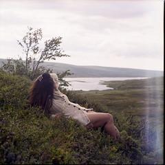 [ V ] rri (Da Niel Photo) Tags: zenzabronicas2 epsonv550 kodak portra 400 mountains lake woman portrait femme beauty nature natural naturallight twinpeakvalleyphotography tpvp instagram windy bushes