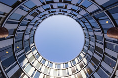Blue (michael_hamburg69) Tags: hamburg germany deutschland hansestadt architektur gebude building architecture hamburgerwelle welle brogebude office bro wellenartig geschwungen architekt botherichterteherani