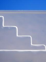 Greek compo (magellano) Tags: grecia greece scala stair bianco white cielo sky edificio balcony architettura architecture noussa paros naoussa minimalismo minimalism
