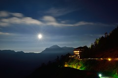 Moon night  (Vincent_Ting) Tags: sunset sky mountain night clouds sunrise star glow taiwan trails galaxy flare moonlight formosa   crepuscularrays startrails milkyway  seaofclouds            mountainhehuan             vincentting   hthehuan