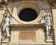 ancienne et nouvelle lois (canecrabe) Tags: sculpture statue ange serpent renaissance chapelle agneau dianedepoitiers anet chapellefunraire nouvelleloi ancienneloi