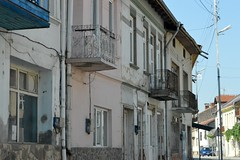 2015_Rila_falu_4647 (emzepe) Tags: street house home rural town village decay balcony rila utca augusztus bulgarie delapidated 2015 vros hz bulgarien nyr falu ruiny romos  hzak erkly  bulgria