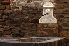 Lavatoio (BerrutiGiulia) Tags: art piemonte pietre piedmont langhe lavatoio bergolo