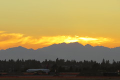 Seatac Sunset (Patricia Henschen) Tags: seattle sunset mountains tarmac clouds airplane airport jet international tacoma seatac runway