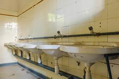 20120722-FD-flickr-0067.jpg (esbol) Tags: bad badewanne sink waschbecken bathtub dusche shower toilette toilet bathroom kloset keramik ceramics pissoir kloschüssel urinals