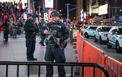 Protecting Times Square, NYC (*DTL4) Tags: city nyc newyorkcity urban ny canon cops manhattan military guard police midtown weapon timessquare cop 5d canon5d protection miii assaultrifle