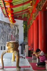 Pray to Heaven (HansPermana) Tags: semarang indonesia jawatengah jateng temple historic building architecture pray holy sacred chinese red incense old
