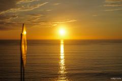 Atardecer (rockdrigomunoz) Tags: atardecer amarillo letrero sol mar horizonte nubes