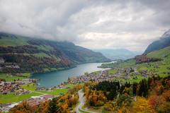 Lungernsee mit Herbstfrbung (Alexander Burkhardt) Tags: lungern lungernsee schweiz alpen herbst farbe wald see wolken obwalden