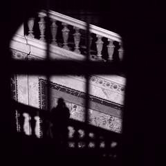 KHM_08 (Kurrat) Tags: licht schatten wien vienna khm kunsthistorischesmuseum treppenhaus einfarbig blackandwhite scherenschnitt
