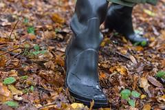 5DA07455_Gummimantel_gruen_kl (helani44) Tags: gummimantel gummistielel outdoor gummicape gummhandschuhe regenmantel gummihut regenhut