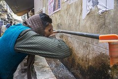 Thirsty (@Remphotography) Tags: sony a6000 india delhi drink thirsty people street