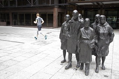 Rush Hour (SReed99342) Tags: uk england london rushhour runner jogger georgesegal