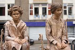 World Living Statues (Mary Berkhout) Tags: holland art statue festival kunst arnhem event ladys standbeeld gelderland 2015 livingstatues evenement wklivingstatues kidsstatues livingstatuesfestival maryberkhout stelletjeoalewieven