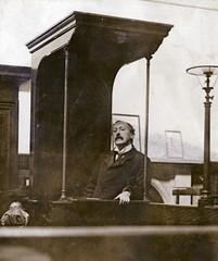 Herbert Gladstone in the witness box, 1908.