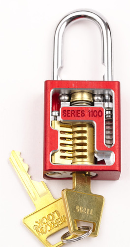 American Lock Series 1100 interchangeable core padlock (key turned)