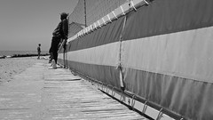 sunglasses vendor (Fer Gonzalez 2.8) Tags: leica sea people beach monochrome blackwhite sand working heat leicadlux4