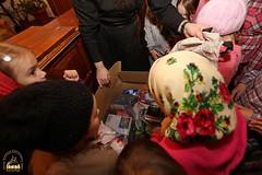 10. Humanitarian assistance for refugees at Svyatogorsk Lavra / Раздача гуманитарной помощи беженцам Лавры