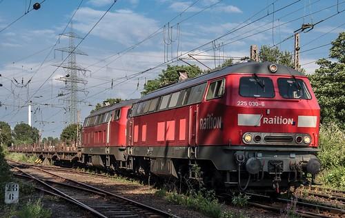 20.07.2006 Gelsenkirchen Bismarck. RAILION 225 030 & DB 225 002 mit Flachwagen Bottrop
