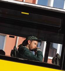 Berliner #637 (.Dirk) Tags: berlin olympusep5 mzuiko7518 street people bus doubledecker doppepdecker mft m43 prime potsdamerstrase schneberg