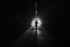 Infinito. (xlmenpsychXvenus) Tags: tunel contraluz blanco y negro mierda lima peru monocromatico