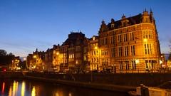Schippersgracht (Skylark92) Tags: nederland netherlands holland amsterdam centrum centre building architecture schippersgracht canal water gracht dusk schemer