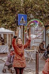 street artist monza (antoniosimula) Tags: monza allaperto sigma 1770 nikond3200 street artisti arts strada bolle di sapone spettacolo