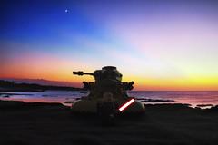 Même pas peur (Beu C) Tags: beuc nikon nikond7200 sunset couchédesoleil lightroom photoshop lego jedi tank 1020mm jouet toy starwars darkness 1855mm