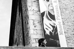 Sguardi (Vanda Guazzora) Tags: antibe turista manifesto occhio