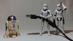 The stolen plans...now... (Adraryel1) Tags: starvwars guerrestellari hasbro toy toys stormtrooper stormtroopers actionfigure blackseries r2d2 droid deathstar