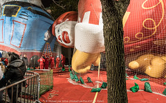 Ronald McDonald (DSC05210) (Michael.Lee.Pics.NYC) Tags: newyork thanksgiving parade 2016 macysballoon inflation ronaldmcdonald thomasthetrain upperwestside night sony a7rm2 fe1635mmf4