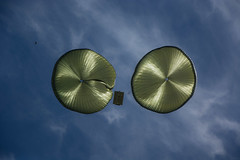 Lanzamientos Paracaidistas de Personal y Carga (GuaschFotografia) Tags: afghanistan soldier war personal weapon skydive soldado parachute irak paratrooper paracaidista cargas brigada bripac