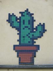 PA 1160 alias le Cactus triste / Space Invader (Archi & Philou) Tags: cactus streetart green plante mosaic spaceinvader vert pot tiles pixelart mosaque carreau paris08