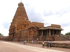 The Big Temple (3): Vimanam or Sanctum sanctorum (v s raam (on/off)) Tags: india tower architecture unescoworldheritagesite gigantic thanjavur lingam tamilnadu shikara sikhara chola tanjore bigtemple lordshiva vimanam shikhara sanctorum lordsiva rajarajachola vimana mahalingam santum sikara brihadeeswarartemple rajarajacholai rajarajeswaram greatlivingcholatemples peruvudaiyarkovil garbhagriha rajarajeshwaratemple