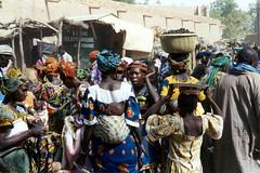 DJENMAR (bartlebooth) Tags: africa 35mm market olympus westafrica mali djenne superzoom70