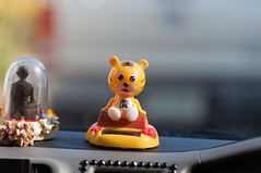 Ko Samui - Talismane eines Busfahrers (CocoChantre) Tags: thailand kosamui th talisman glcksbringer changwatsuratthani