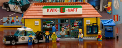 Simpsons Lego: Kwik-E-Mart, Set 71016 (Andrew D2010) Tags: home car set dumpster phone lego snake chief bart police simpsons donut booths policecar homer marge skip baton handcuffs apu wiggum phonebooths kwikemart chiefwiggum minifigures squishee nahasapeemapetilon 71016 set71016