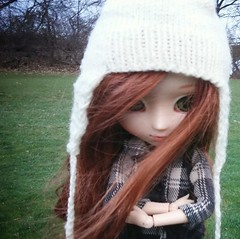 """Brrrrr.....I'm getting cold...."" (Emily Emily!) Tags: november redhead leslie pullip xiaofan coldoutside chillyday dollsinnature dollswithhats"