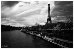 I love Paris in the fall (MNP[FR]) Tags: sky blackandwhite paris france tower seine clouds river boat europe tour noiretblanc samsung eiffel ciel nuage bateau iledefrance fleuve nx1 baladesparisiennes
