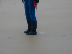 Beach (willi2qwert) Tags: beach girl women wellies gummistiefel wellingtons gumboots regenstiefel