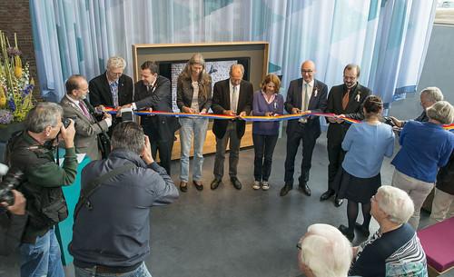 100mm blauw geel rood openingslint met zwart bedrukt opening museum vlaardingen