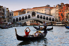 DSC_0514 (jeroenvanrooijen1) Tags: venice veneti gondel gondola bridge italy italia sunset water rialto rialtobridge travel