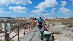 Biking skies (L C L) Tags: lagos portugal meiapraia pasarela bicicleta bike hombre man nacho n loretocantero azul blues nuebes sky lcl